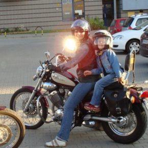 Dziecko na motocyklu – fotelik?